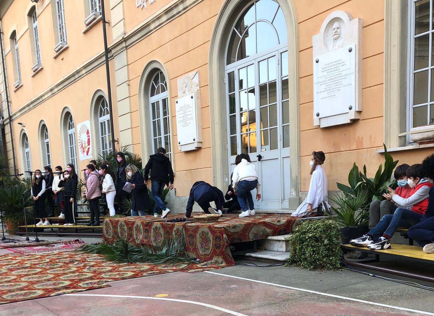Grande spettacolo degli alunni dei  dai Fratelli delle scuole cristiane di Massa per gli auguri