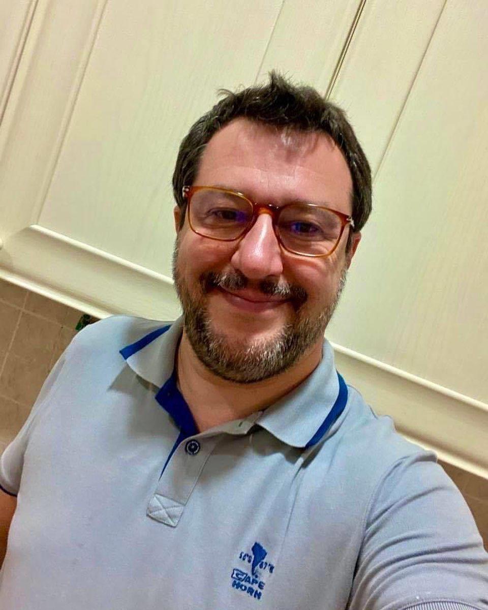 Matteo Salvini scherza Instagram: Mi sono arreso, ma solo su questo...