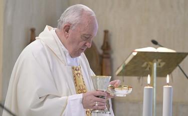 Papa Francesco si rifiuta di indossare la mascherina