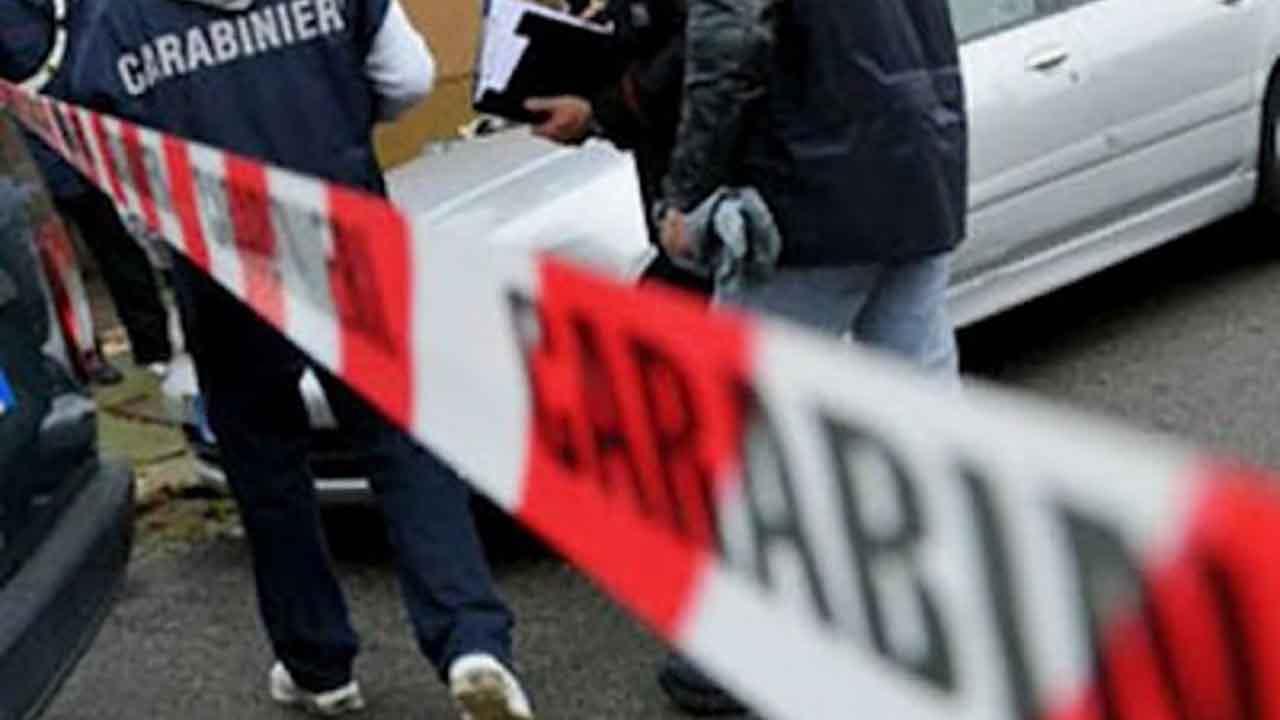 Donna 41enne uccide la figlia di due anni