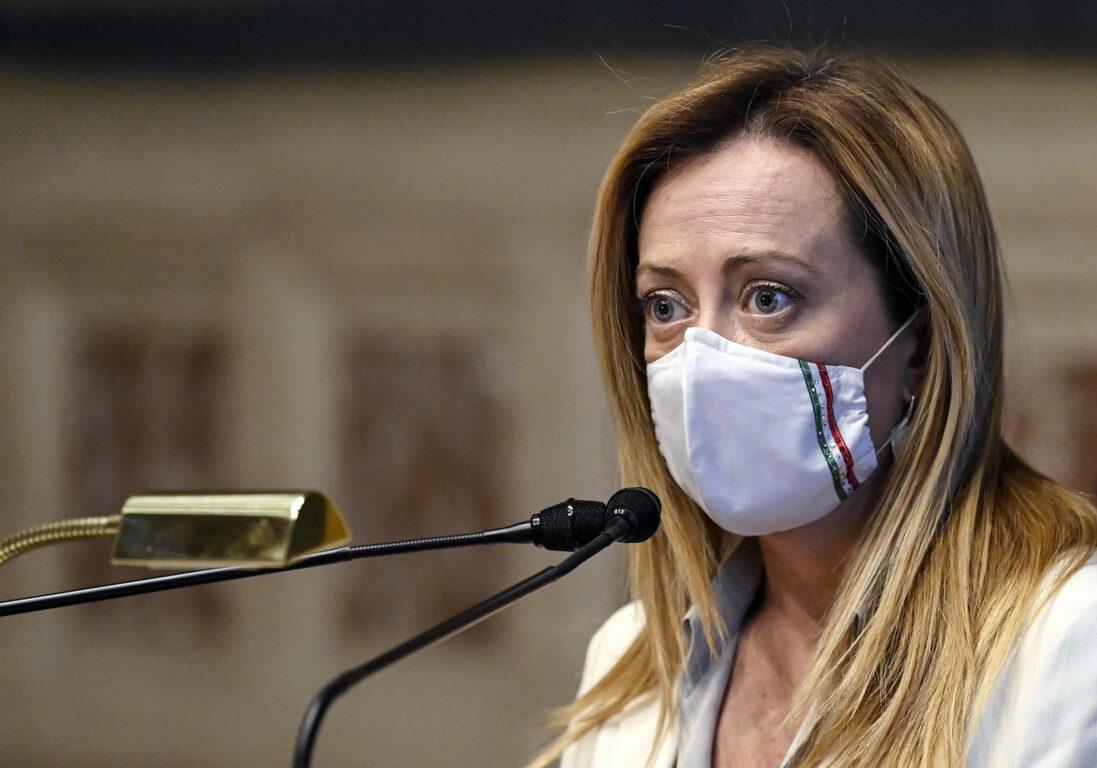 Giorgia Meloni e i 35mila euro a un clan di nomadi per comprare voti