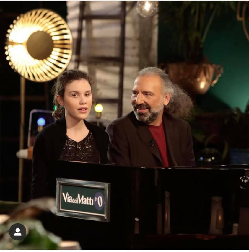 Chi è Frida Bollani con il papà Stefano in Tv