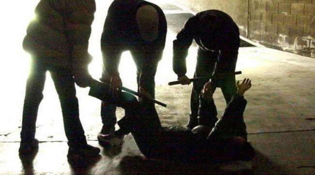 18enne aggredito da una baby gang in coma per un pugno alla tempia