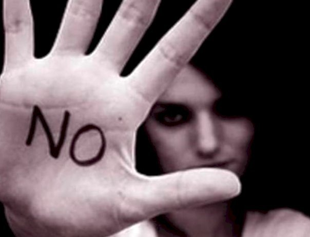 Violenza contro le donne: il 70% delle ragazze dichiara di aver subito molestie e apprezzamenti sessuali in luoghi pubblici e il 64% si ? sentita a disagio per avances da un adulto