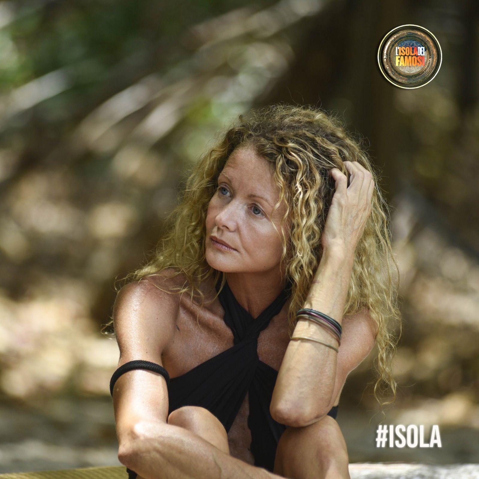Angela Melillo saluta L'Isola dei Famosi col sorriso