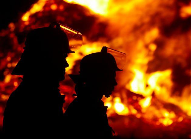 Incendio nel Lucchese, morta una ragazza di 14 anni