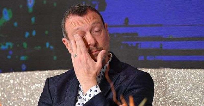 Amadeus in lacrime durante la conferenza stampa di Sanremo 2020