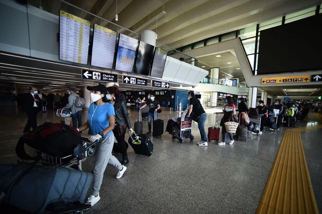 Tutti positivi al Coronavirus : Famiglia italiana rientra a Roma dagli Stati Uniti