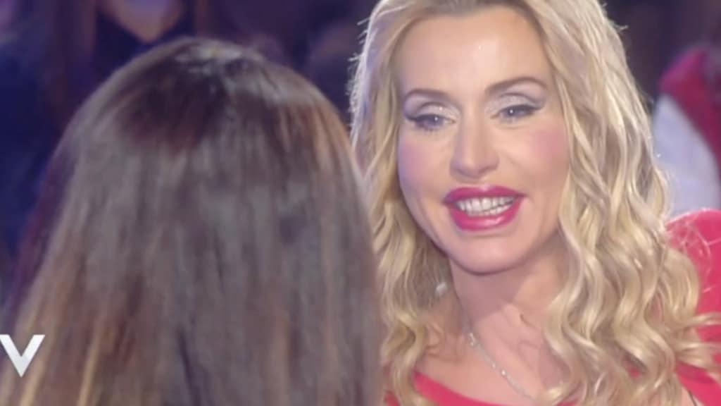 Valeria Marini seduce tutti con una foto bollente