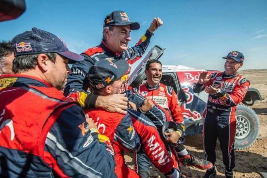 A 57 anni Carlos Sainz torna il re della Dakar