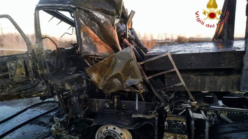 Incidente Verona, un camion va a fuoco: traffico in tilt sulla tangenziale sud