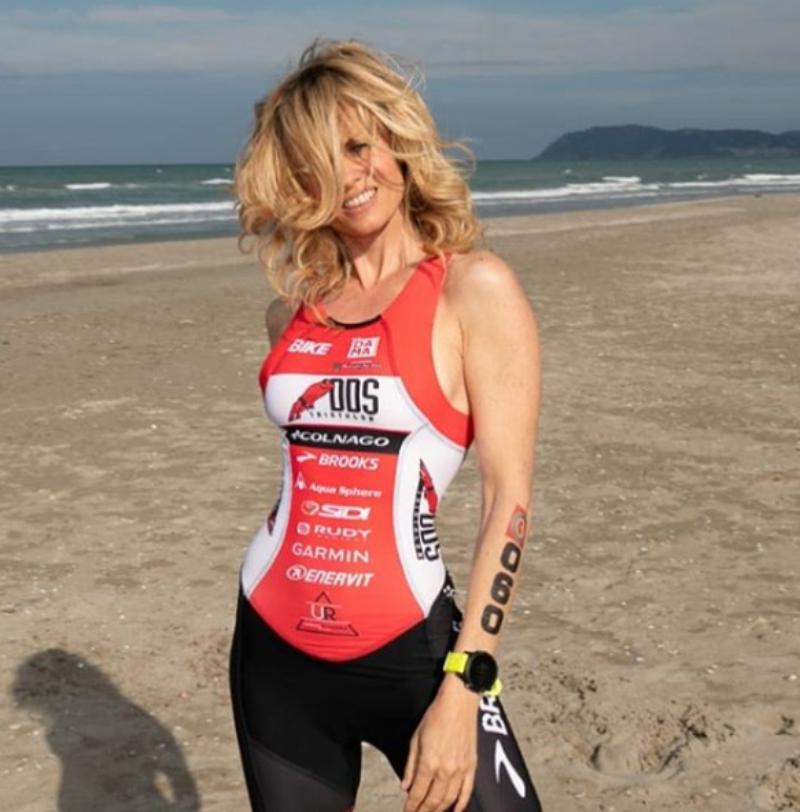 Justine Mattera su Instagram super sexy in lingerie sulla bicicletta