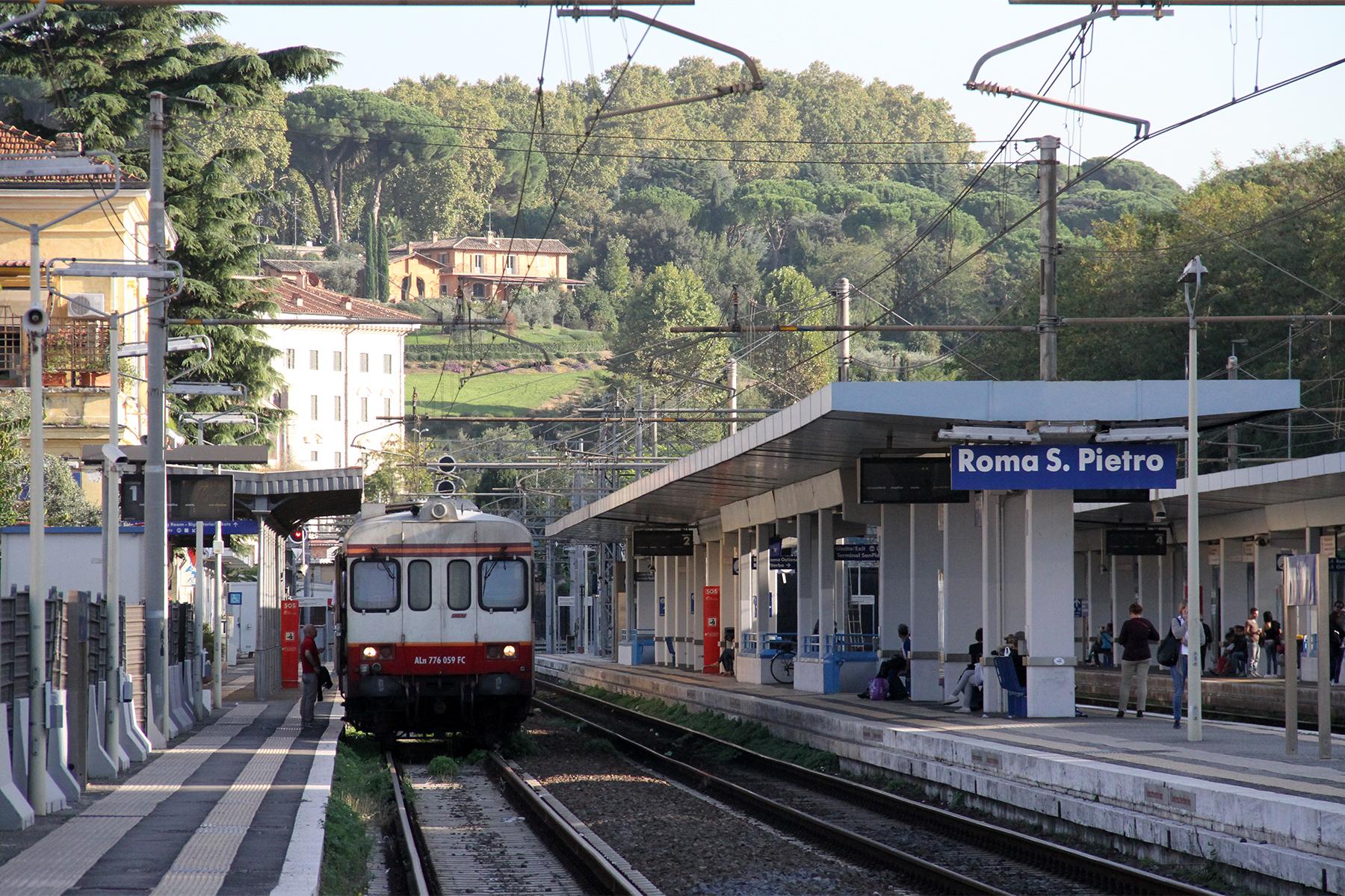 Roma, stazione di San Pietro : uomo trovato morto sui binari