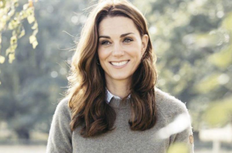 La duchessa di Cambridge Kate Middleton sfoggia i suoi nuovi capelli biondi