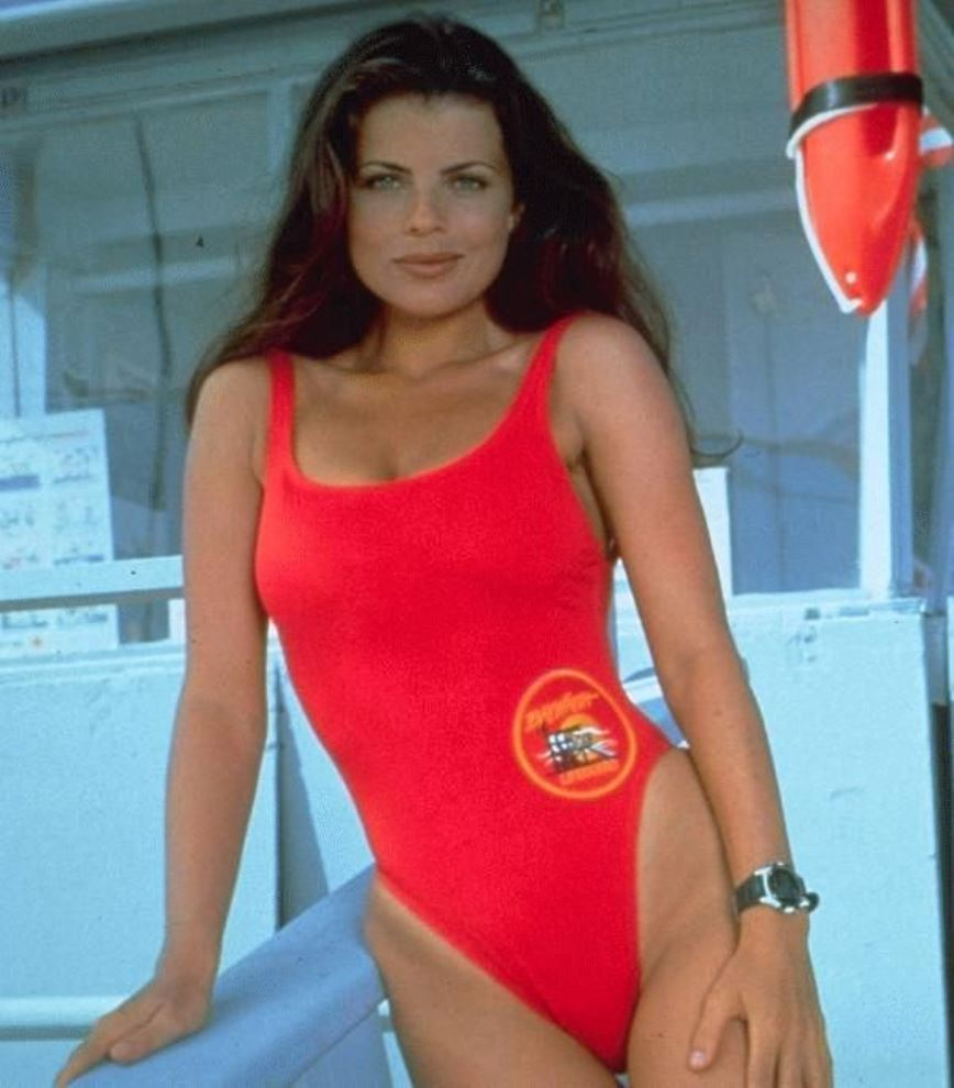 Ricordate le bomba sexy Caroline Holden di Baywatch?  Oggi è irriconoscibile