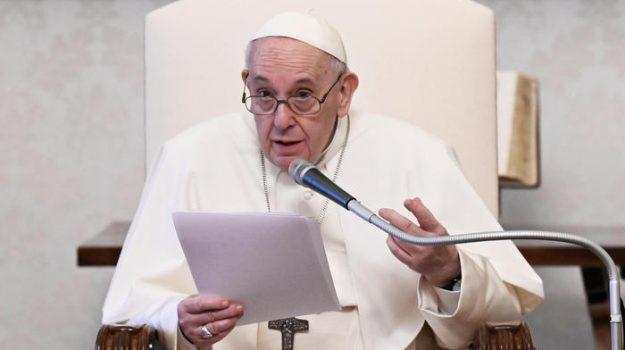 Papa Francesco : Con la pandemia ci sono più poveri