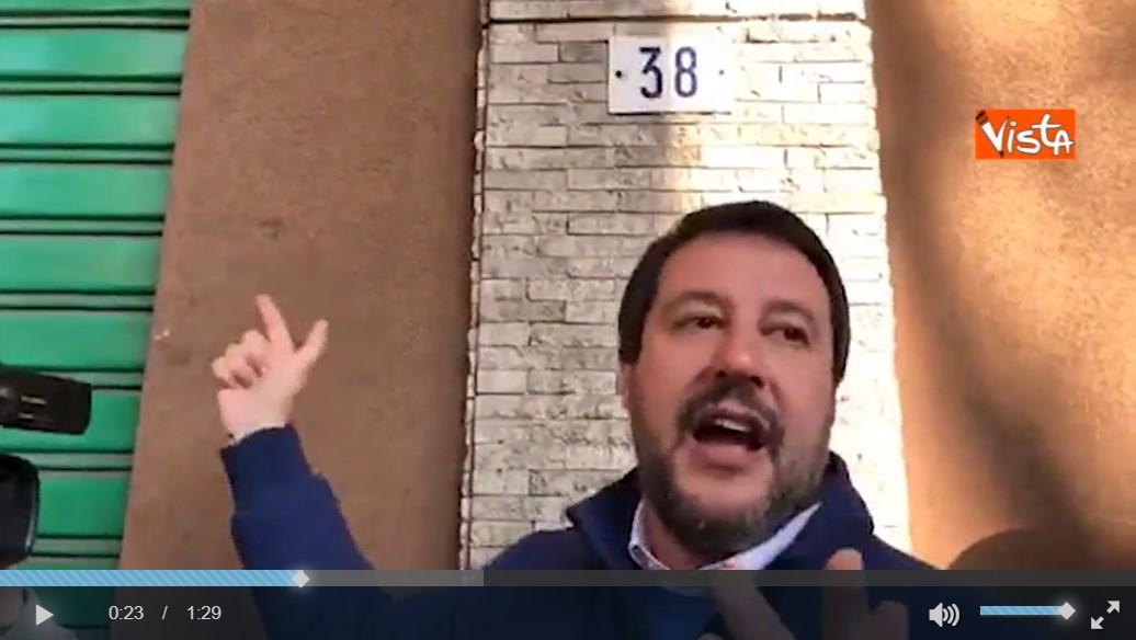 Qui si spaccia e va chiuso! Matteo Salvini denuncia i titolari di un self-service h24