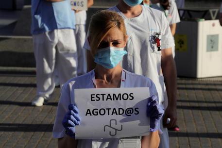 Spagna : 10 giorni lutto per le vittime del Coronavirus