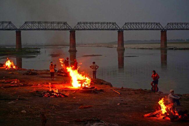 Covid-19 : In India trovati corpi nel Gange