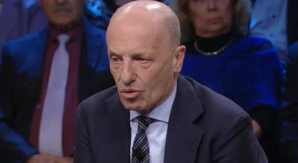 Alessandro Sallusti si scaglia contro Luigi Di Maio e Giuseppe Conte