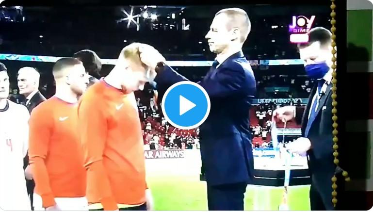 Euro2020 Italia Inghilterra : Gli sportivi calciatori inglesi si tolgono la medaglia del secondo posto