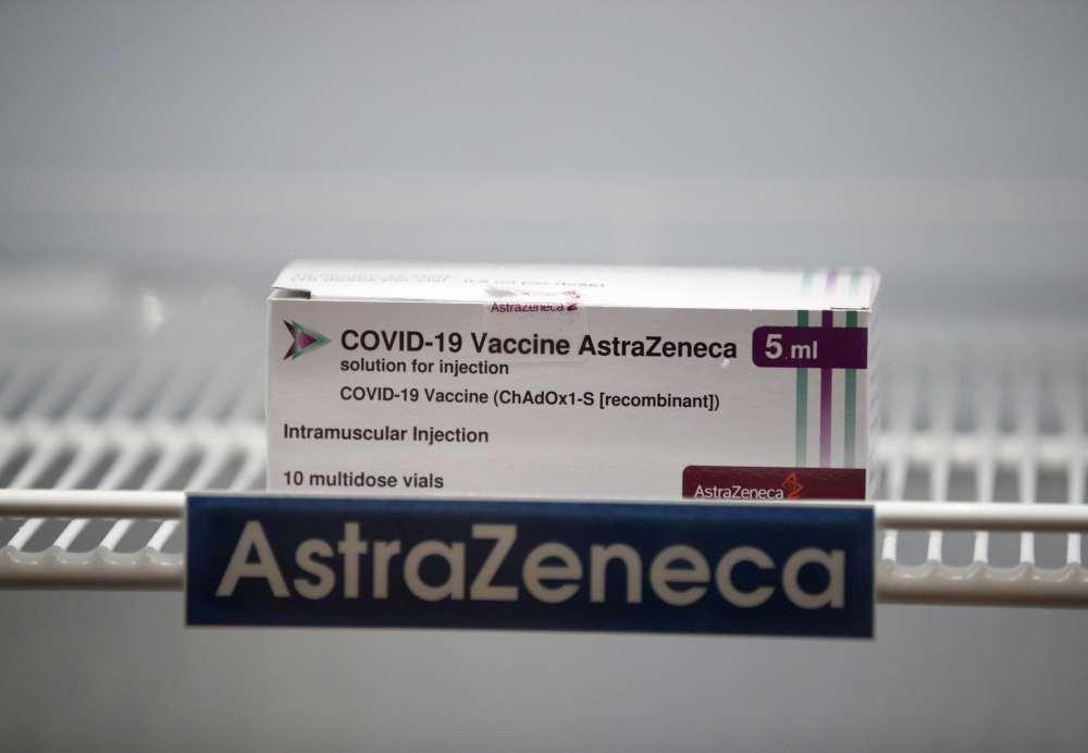 Covid-19 : AstraZeneca taglia le forniture, problemi campagna vaccinale
