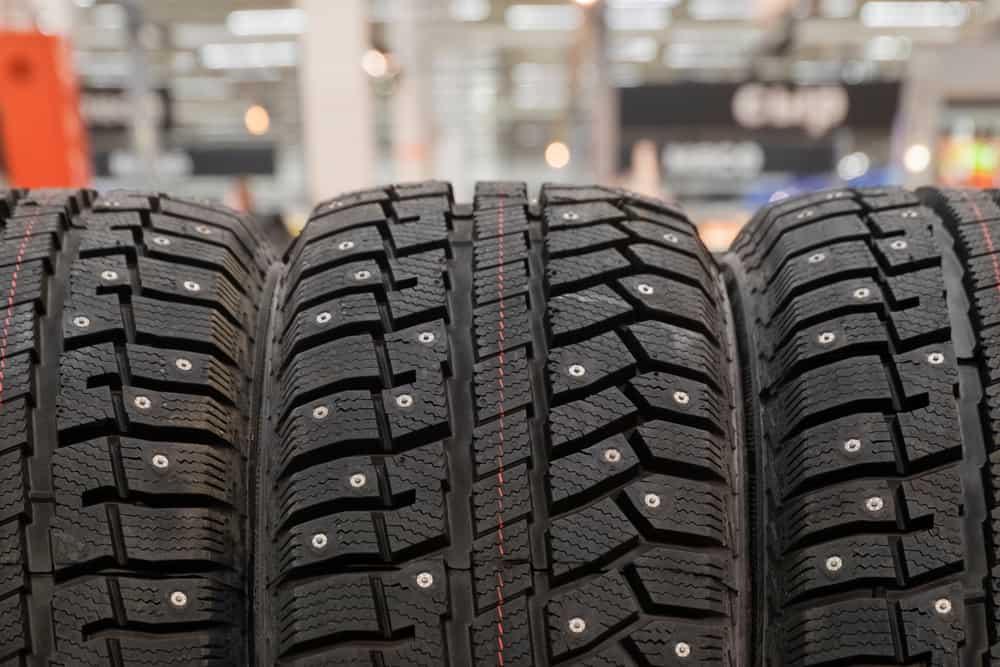 Sicurezza stradale: meglio i pneumatici invernali o quelli chiodati?