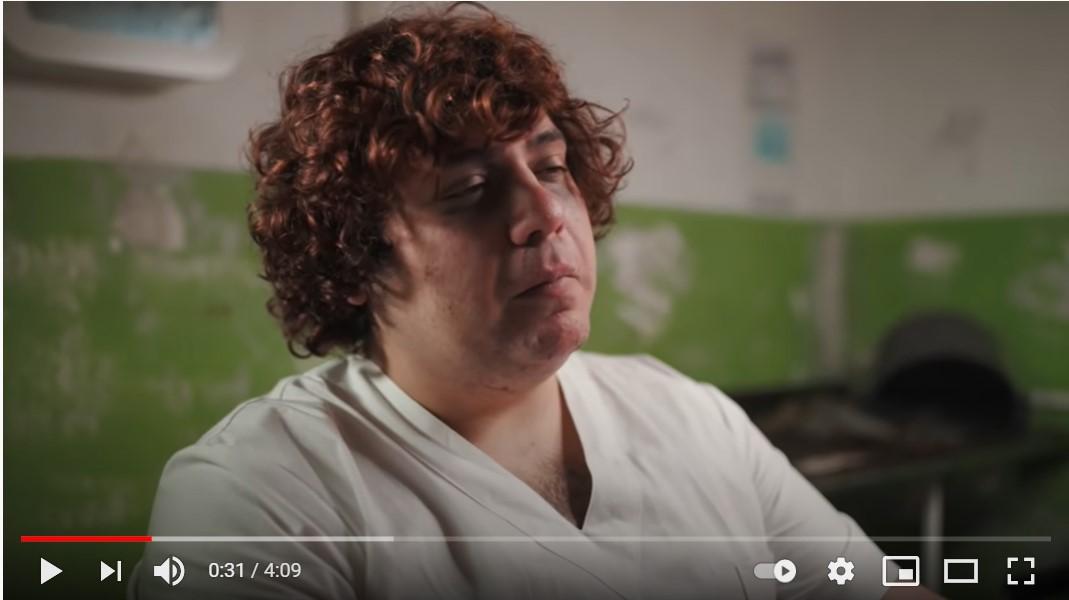 Ozymandias è il nuovo paziente di Dr. Wesh nel videoclip Manie