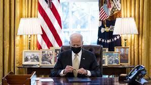 Presidente Biden chiede disegno di legge Floyd : esultano gli Omaba e Johnson