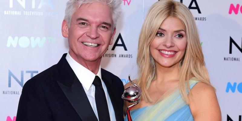 Il famoso presentatore Tv inglese fa coming out: Sono sposato da 27 anni