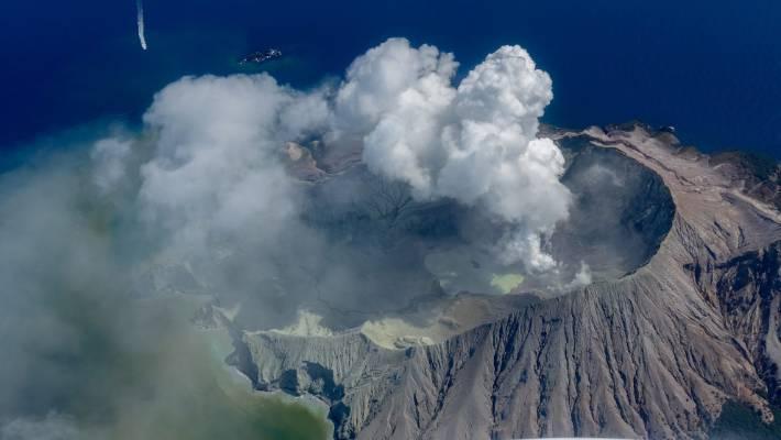 Nuova Zelanda : vulcano Whakaari riprende attività, 8 morti