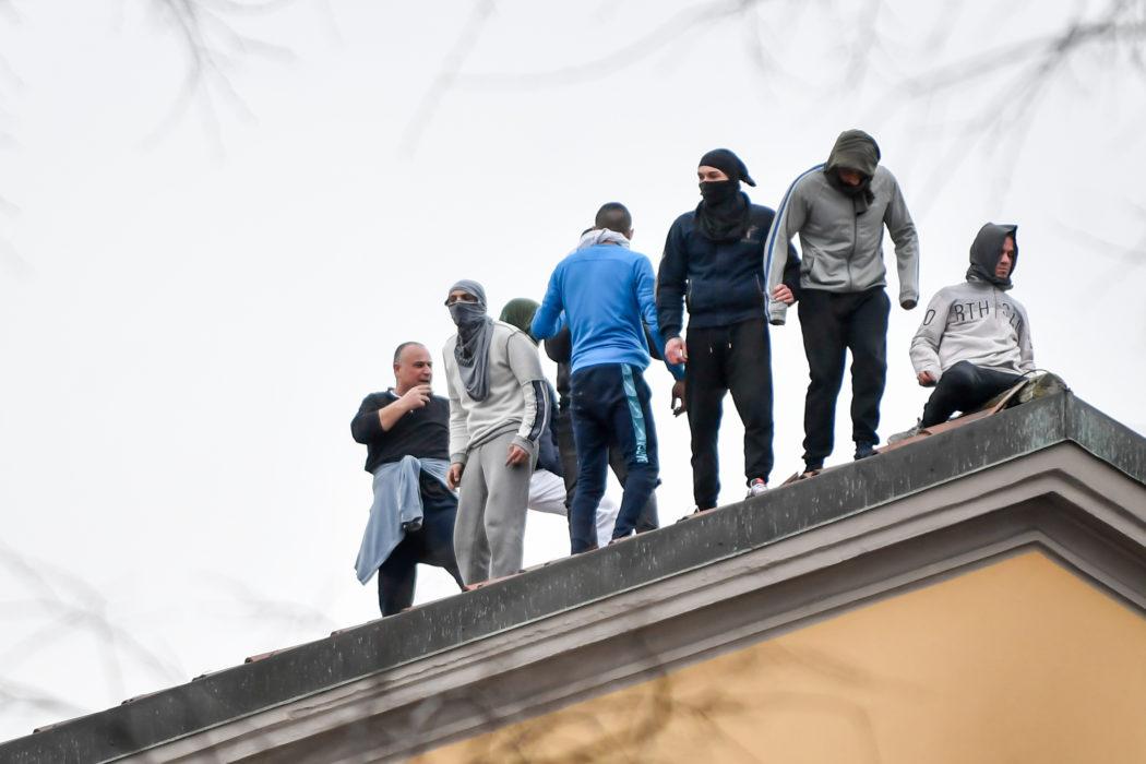 Coronavirus, rivolta carceri : a Foggia detenuti tentano evasione e a Modena 3 morti