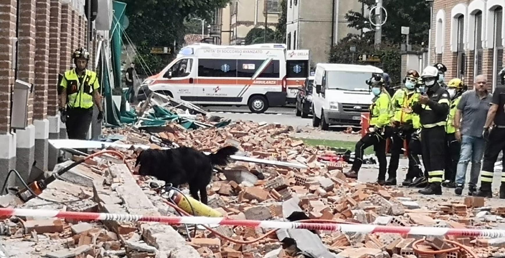 Crolla cornicione di un edificio : Tre persone sono morte ad Albizzate