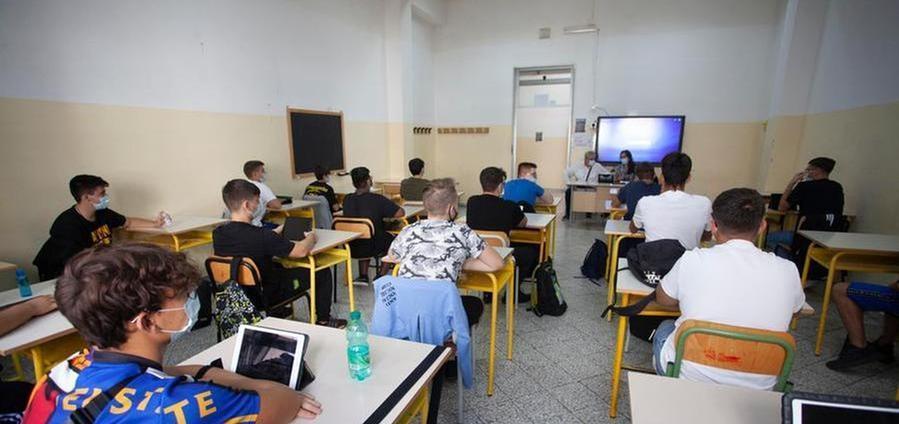 In una scuola di Taranto 18 studenti positivi al Covid-19