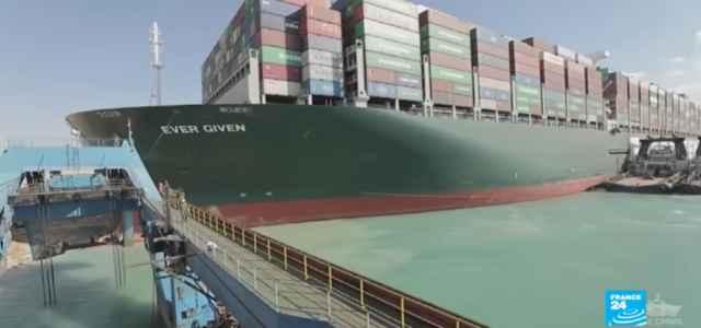 La portacontainer Ever Given liberata nel canale di Suez