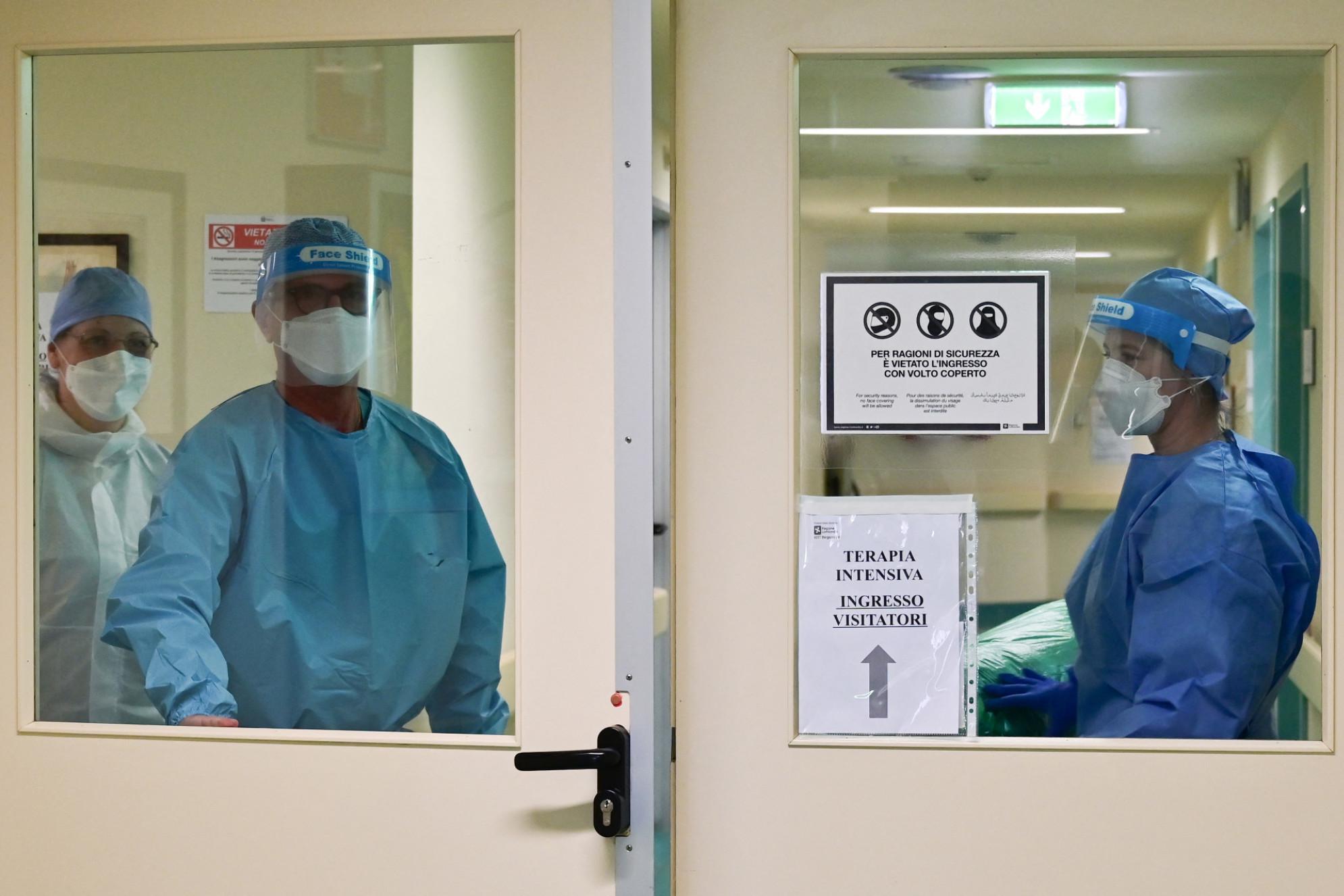 Coronavirus  contagi in calo,12.694 ma 251 morti : Siamo a quota 15 mln di dosi