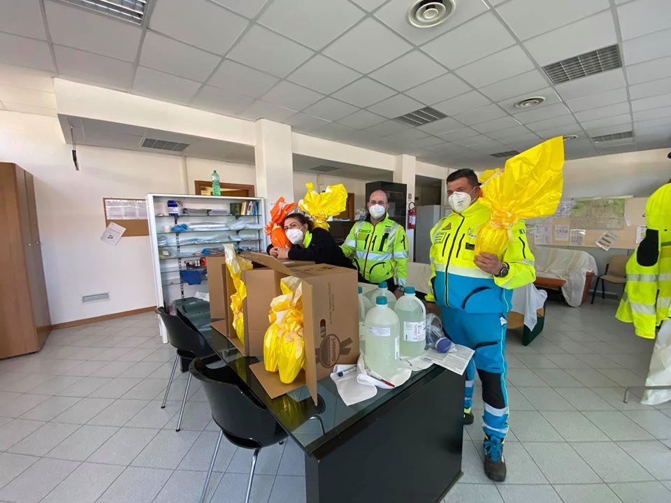 Uova ai medici 118 dal Coordinamento Misericordioe e grazie a Guidi car spesa a casa in Lunigiana con le Misericordie