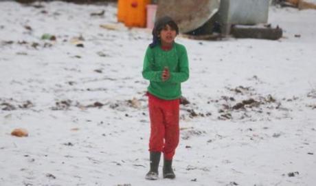 In Afghanistan più di 300.000 bambini rischiano di ammalarsi o perdere la vita a causa delle rigide temperature invernali
