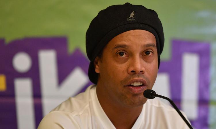 Ronaldinho arrestato in Paraguay insieme al fratello Roberto... ecco cosa è successo