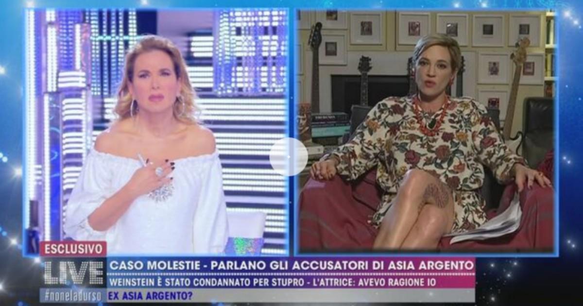 A Live non è la D'Urso il gestaccio  di Asia Argento a Claudia Gerini
