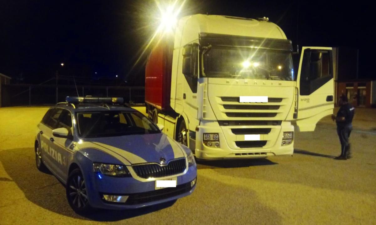 Coronavirus, camionista positivo continua a lavorare e gira l'Italia intera