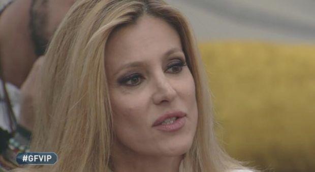 Adriana Volpe in lacrime al GF VIP rivela che ha perso un figlio