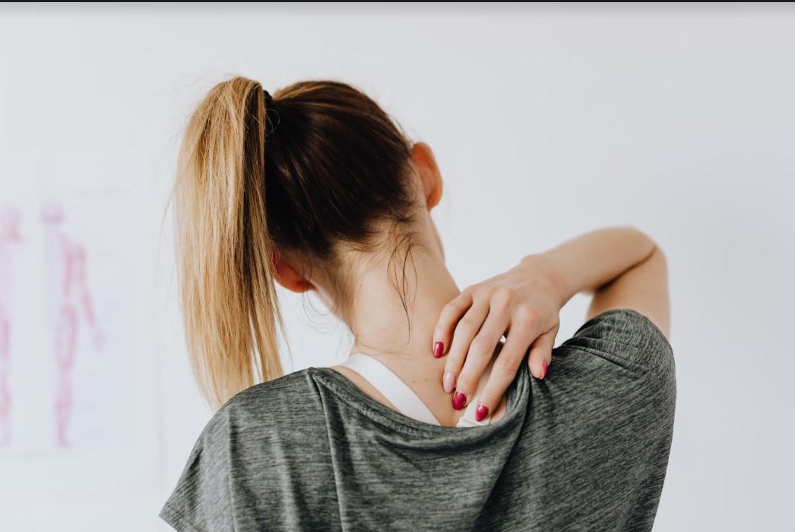 Mal di schiena al risveglio: come risolverlo ed eliminare le cause