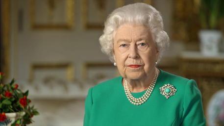 La regina Elisabetta rattristata per Harry e Meghan