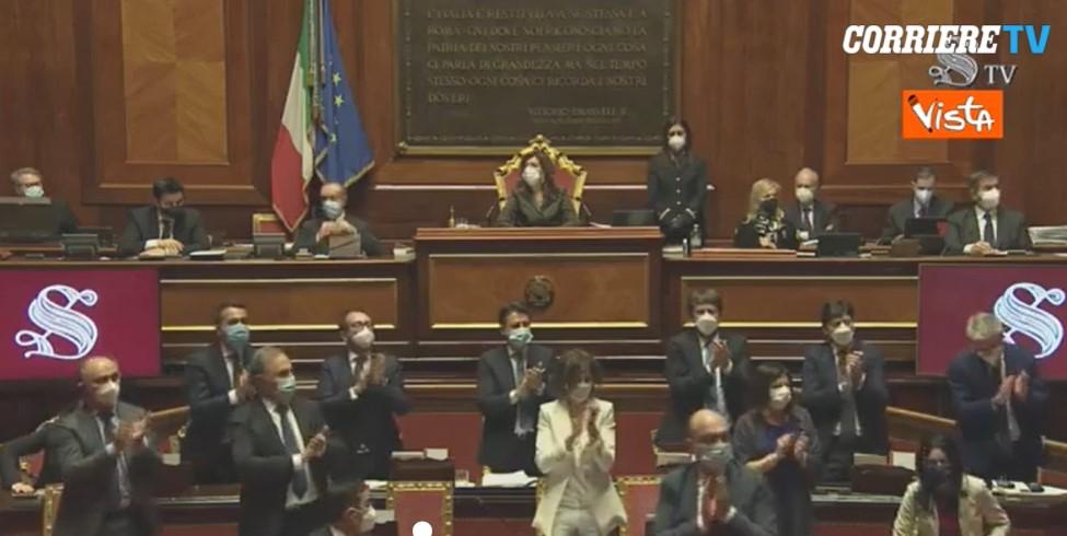 L' applauso di tutto il Senato per Liliana Segre