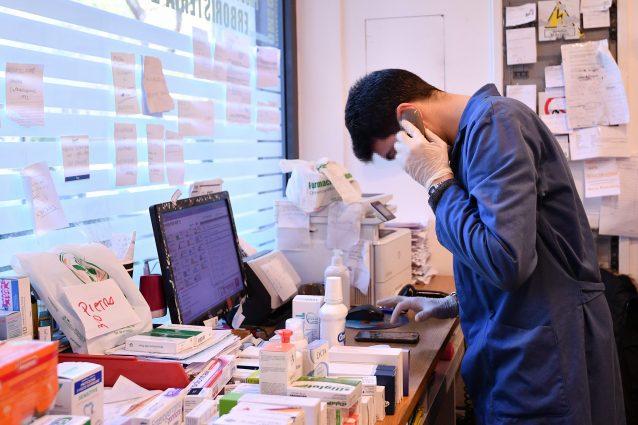Multato un farmacista che porta medicinali a casa di chi non può uscire