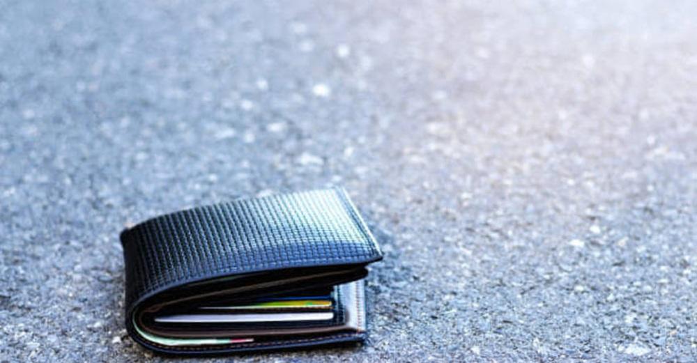 Perde portafogli con ben 20mila euro per i regali di Natale, due 14enni davvero onesti