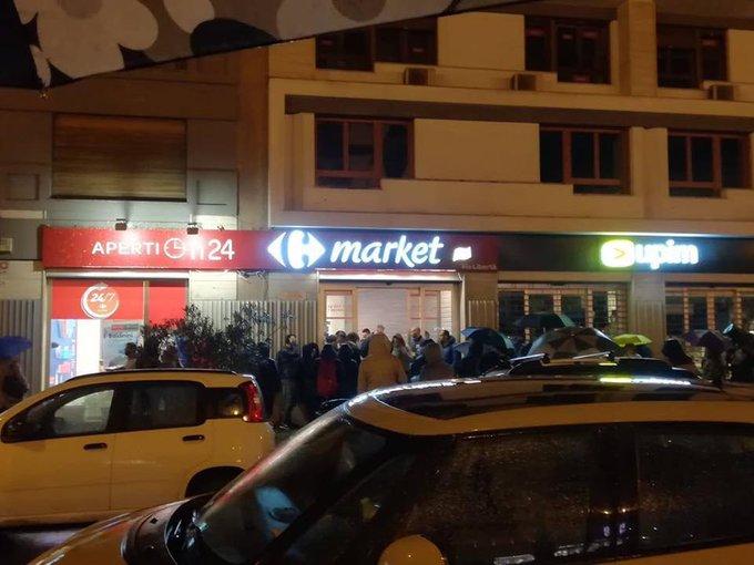 Assalto ai supermercati a Roma, Napoli, Palermo : Nei carrelli provviste da panico